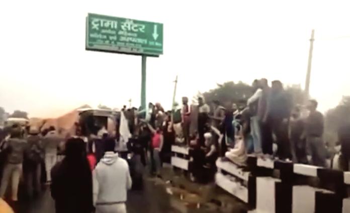la protesta dei contadini indiani contro la riforma agricola del governo modi