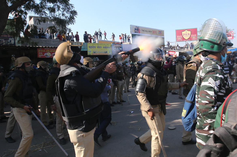 كثافة إطلاق قنابل الغاز تسببت في إصابة عشرات المحتجين (الأوروبية)