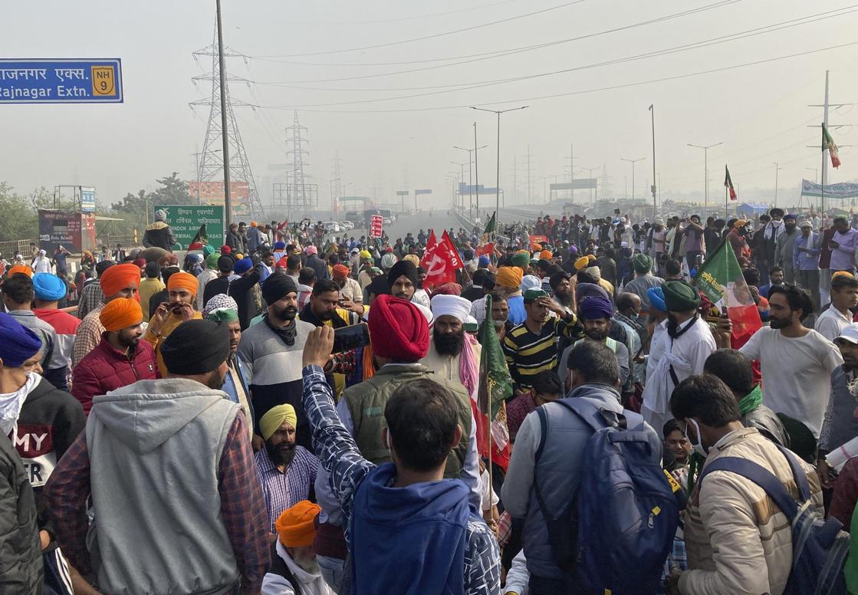 印度新德里發生農民抗議與罷工,抗議者封鎖了高速公路。圖:達志影像 / 美聯社