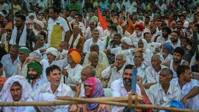 Des agriculteurs indiens manifestant près de la capitale indienne, à Muzaffarnagar, dans l'Etat d'Uttar Pradesh (nord-est) pour l'abrogation des nouvelles lois agricoles le 5 septembre 2021